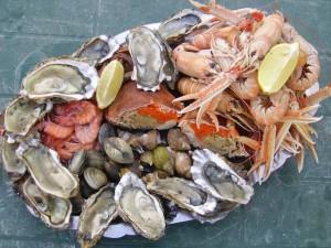 Huitres et produits de la mer @ Angle du foyer rural et de la rue Saint Denis